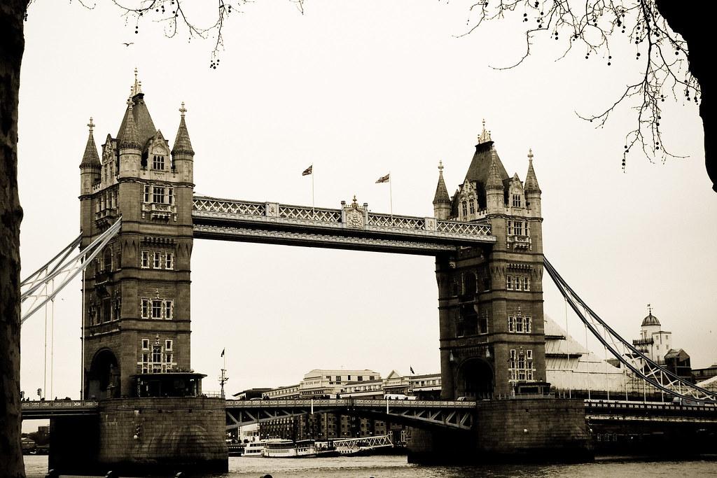 old tower bridge le tower bridge est un pont basculant de flickr. Black Bedroom Furniture Sets. Home Design Ideas