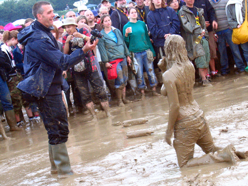 naked muddy country girls