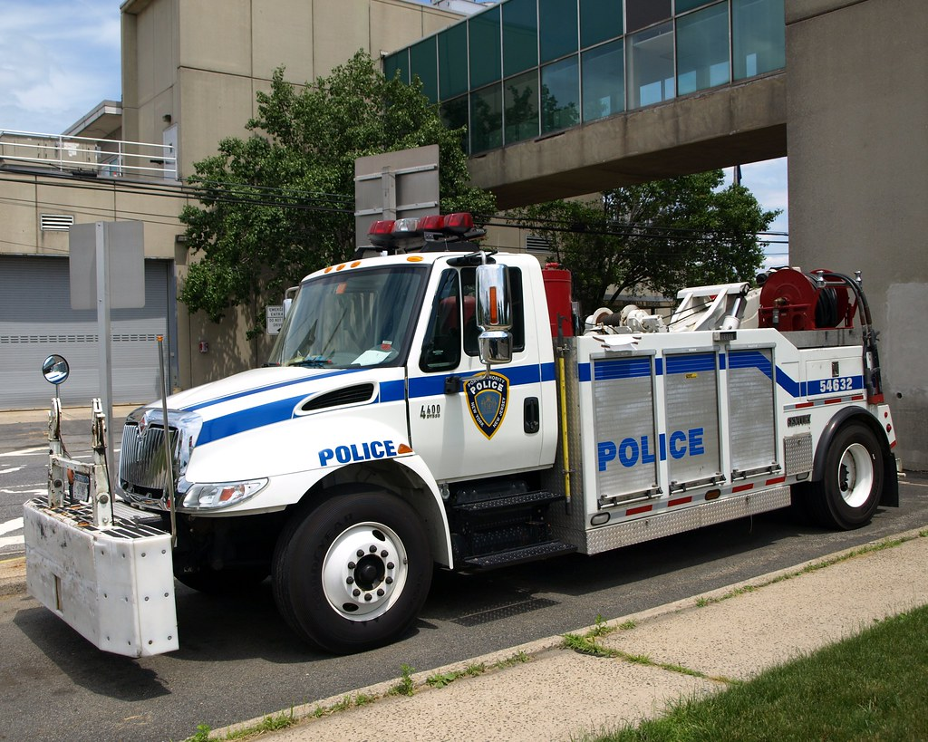 Papd police tow truck goethals bridge administrative buil for Smith motor company nj