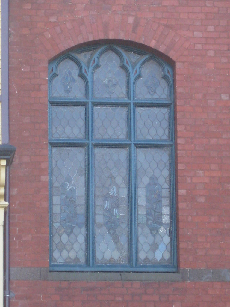Gothic window detail of talana a queen anne style mansio for Queen anne windows