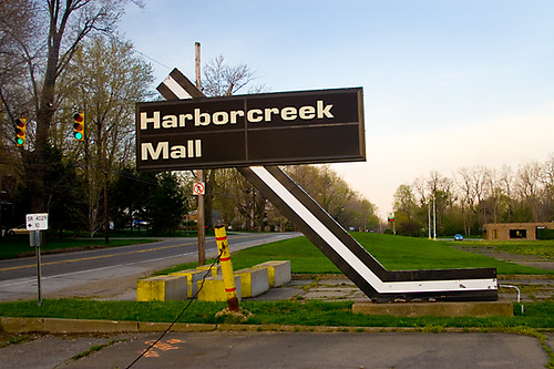 Harborcreek Mall Signage | This is the old entrance ...