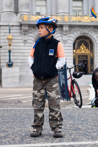 07139 Son waits for dad to check in | by sfbike
