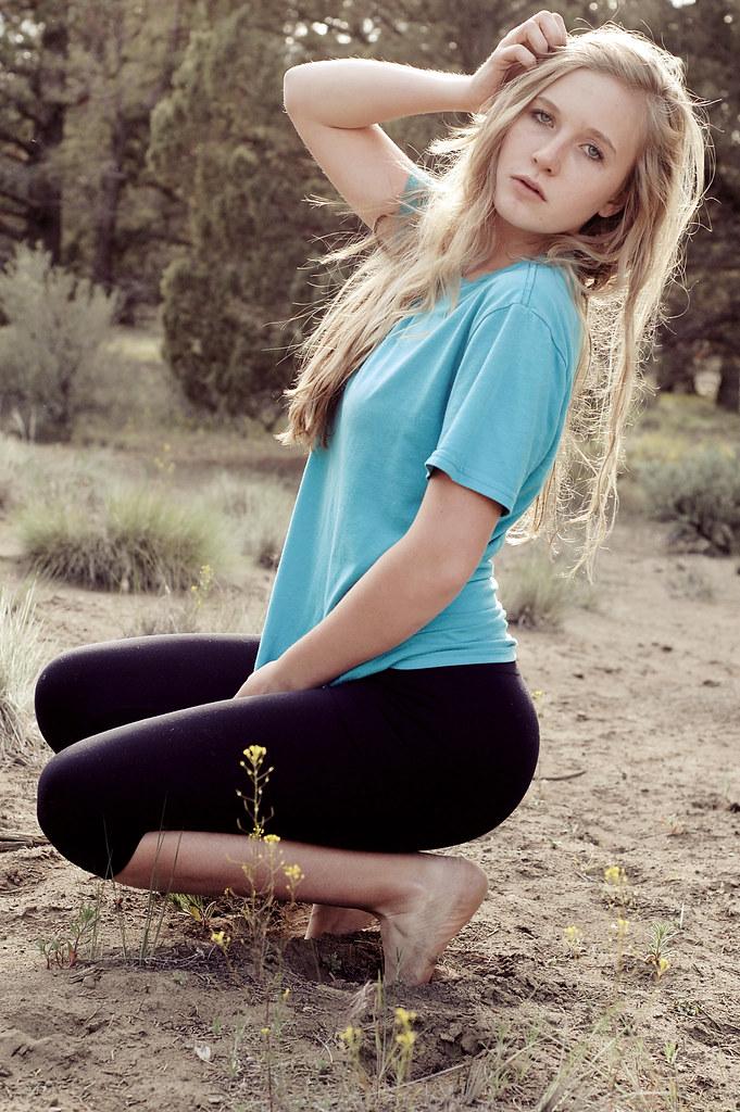 Cute blonde in leggins orgasm wwwdiscamscom - 4 3