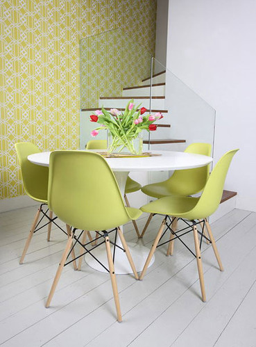 Saarinen Table Amp Eames Eiffel Chairs From Apartment