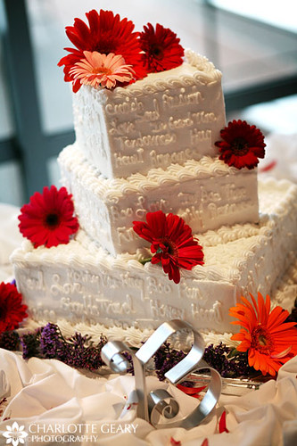 wedding cake decorated with gerbera daisies wedding cake with gerbera daisies and decorative phrases 22362