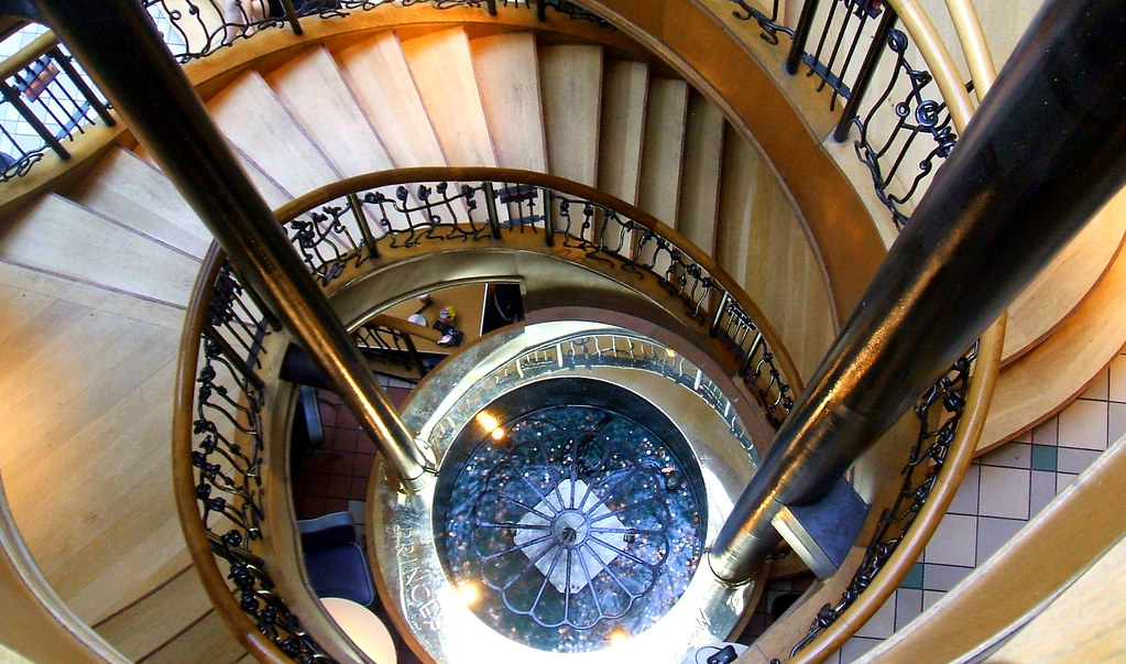 Spiral staircase princes square glasgow this elegant for Spiral staircase square