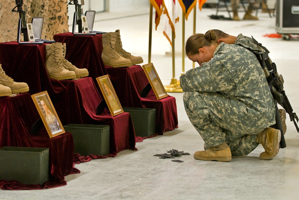 Final Respects U S Army Soldiers Pay Final Respects