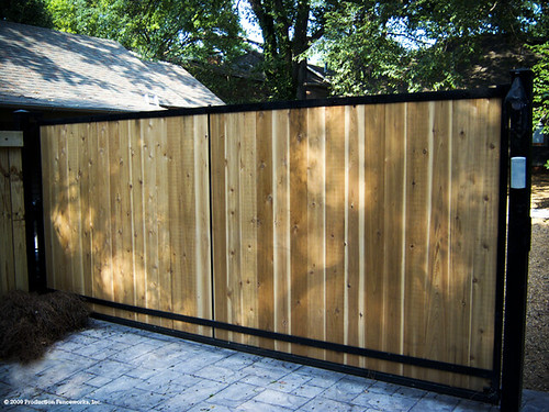 Automatic Wooden Driveway Gate This Is An Image Of An