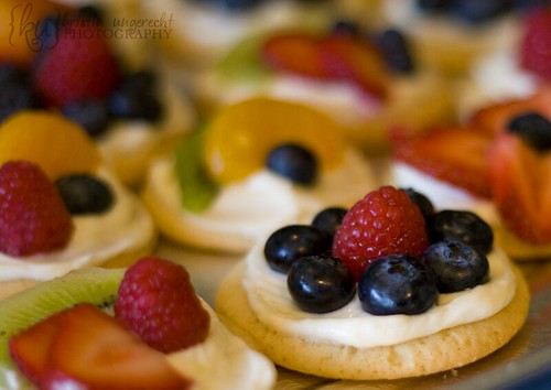Mini Fruit Pizzas | These mini fruit pizzas are absolutely d ...