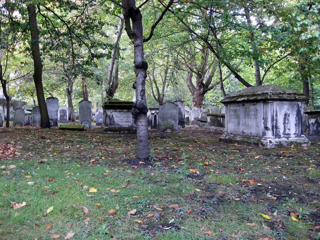 Subarban >> Bunhill Fields Burial Ground   Location: Bunhill Fields, Cit…   Flickr