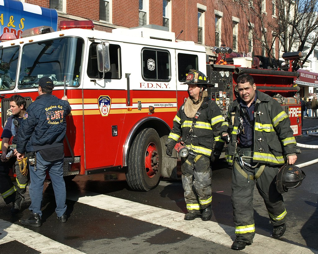 Back Up Alarm >> FDNY Firefighters, Bronx, New York City | Responding to a 2 … | Flickr
