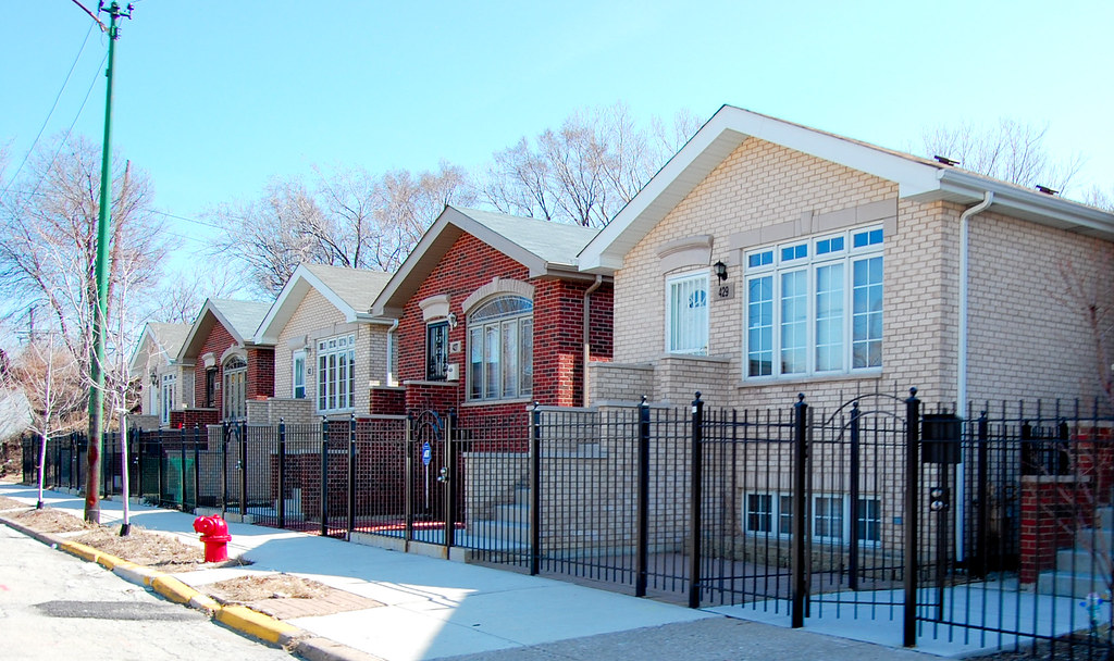 new bungalows | Cookie-cutter new bungalows along Root ...