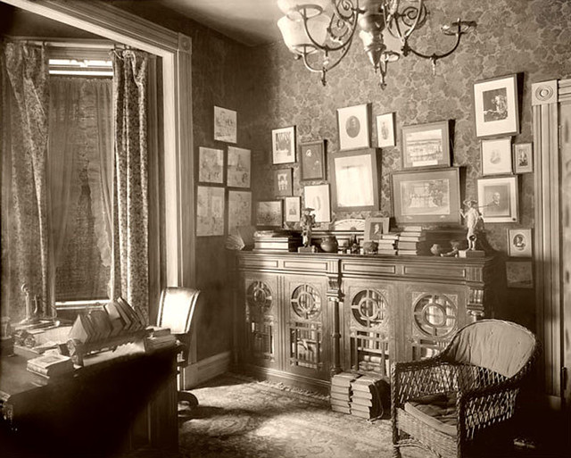 Victorian parlor 1890 39 s gaswizard flickr for Folk victorian interior
