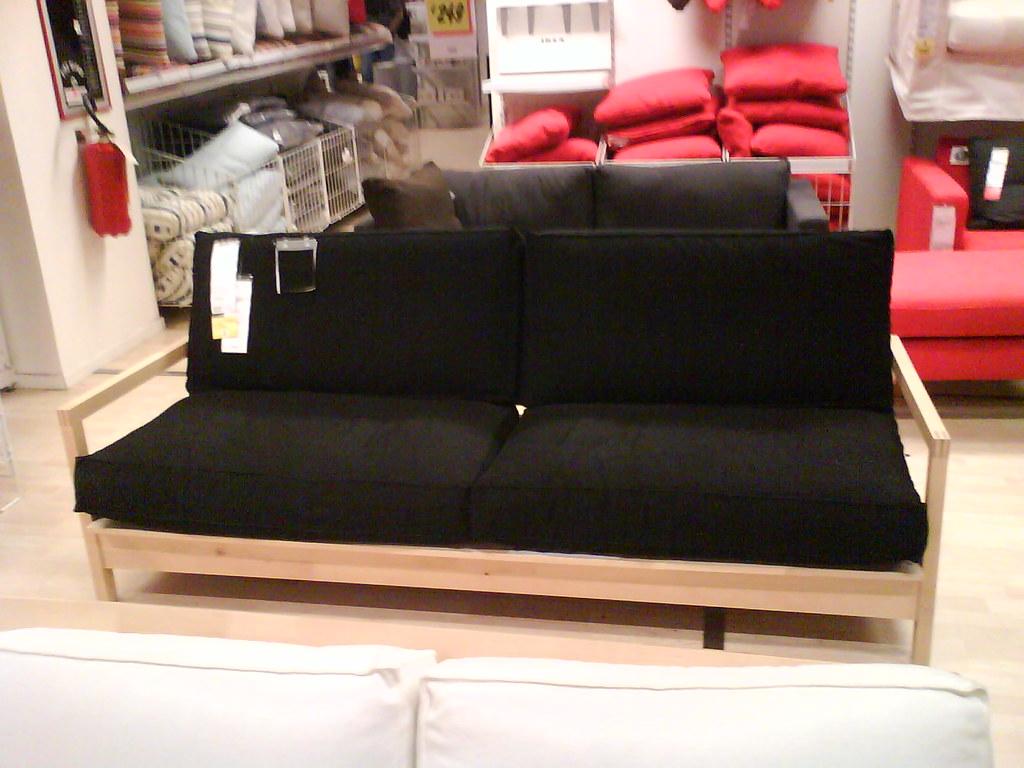 Divano nero due cuscini tre posti ikea un divano a tre - Cuscini ikea divano ...