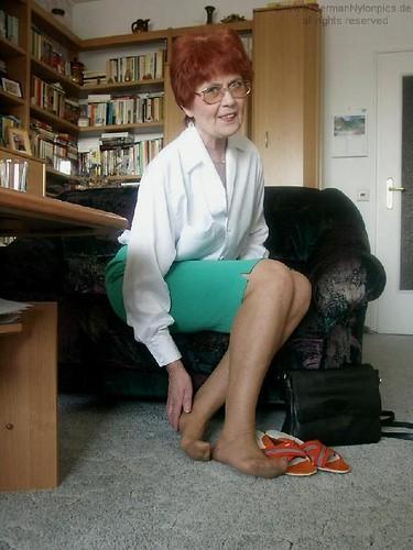 Nylon Grannie 26