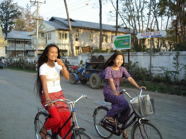Burma Women Burmese Women Www Cheapcharlieshotels Com