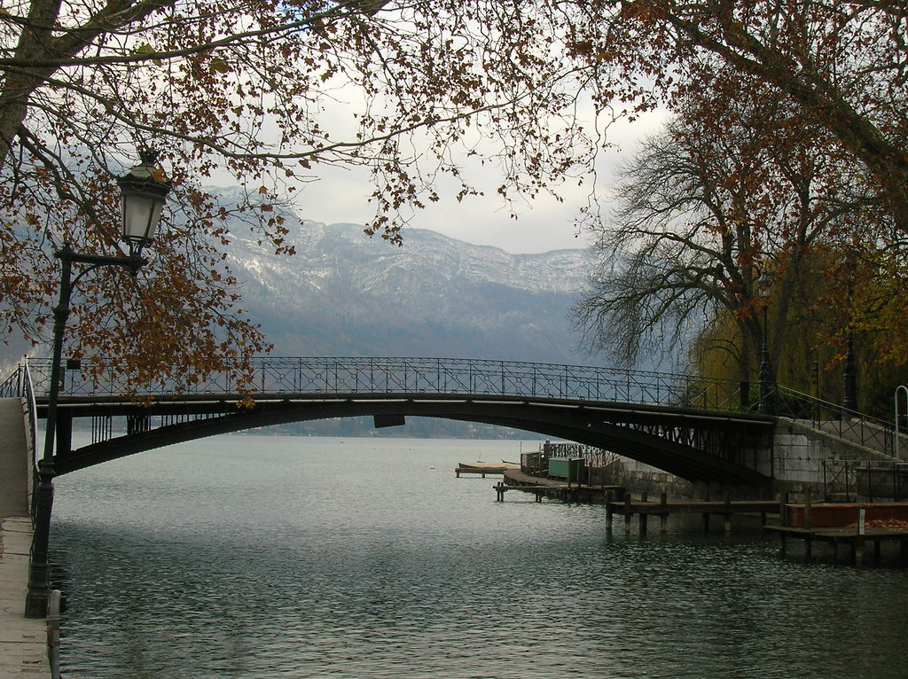 annecy le pont des amours in annecy france lavoyageuse flickr. Black Bedroom Furniture Sets. Home Design Ideas