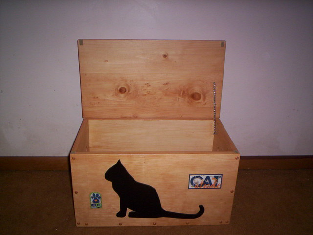 cat toy box 001 has oak stain and the size is 21 1 2
