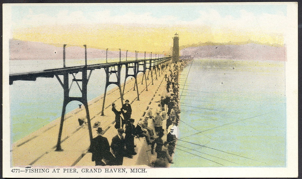 Grand haven mi great pier catwalk and very early lighthous for Grand haven fishing report