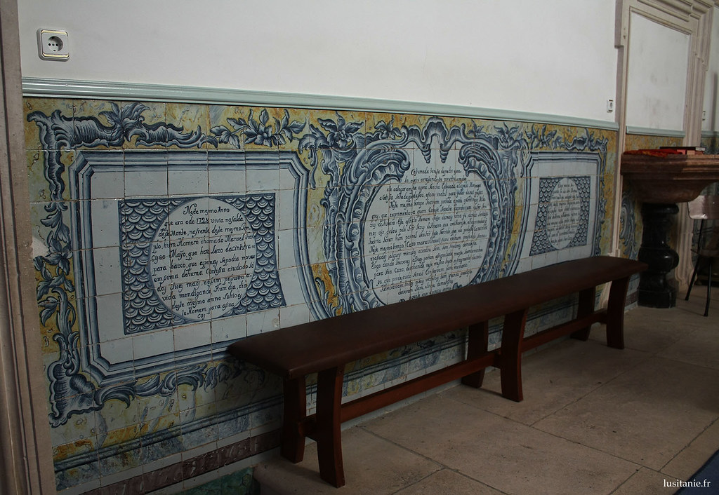 Sur ces azulejos est narrée la légende du miracle qui eu lieu ici