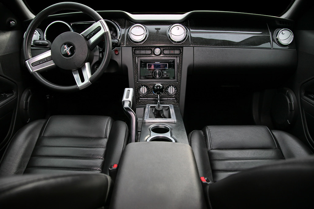 2007 Mustang GT Interior | Just added a carbon fiber dash ...