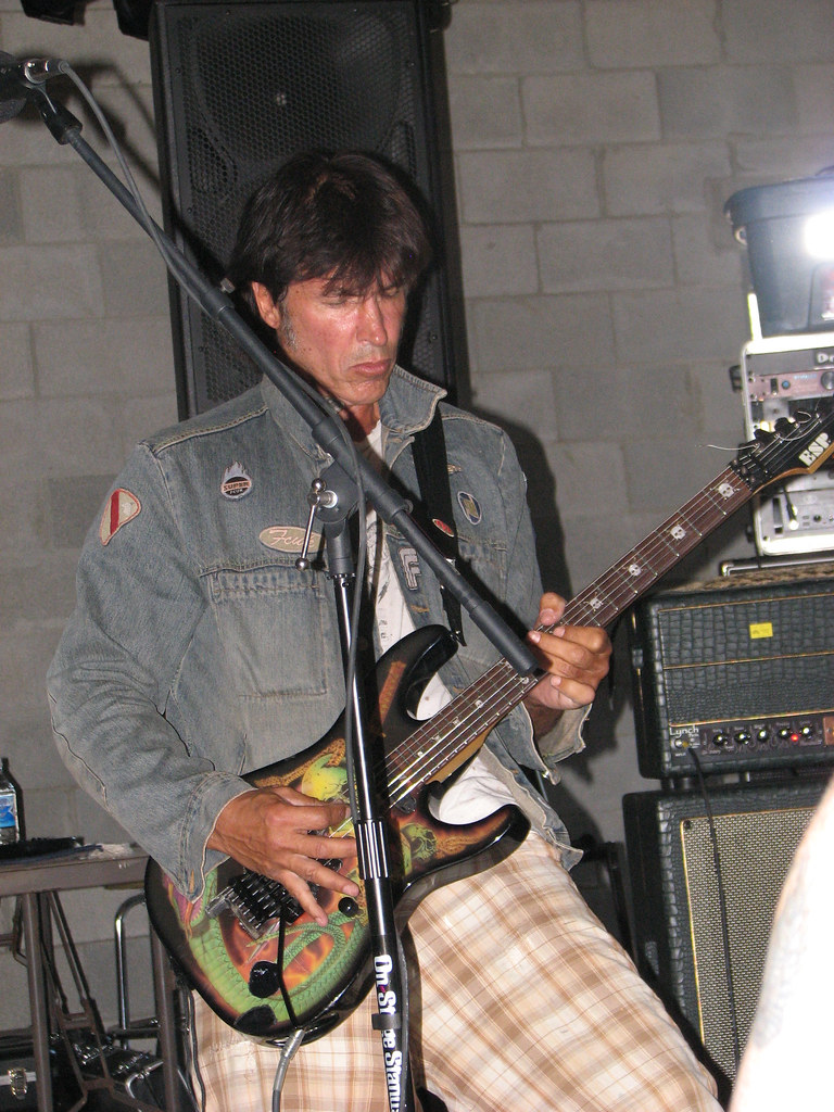 George lynch guitar clinic at motor city guitar store in for Motor city guitar waterford