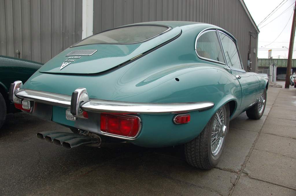 Old Jaguar E-type sports car: back fender & exhaust pipe a… | Flickr