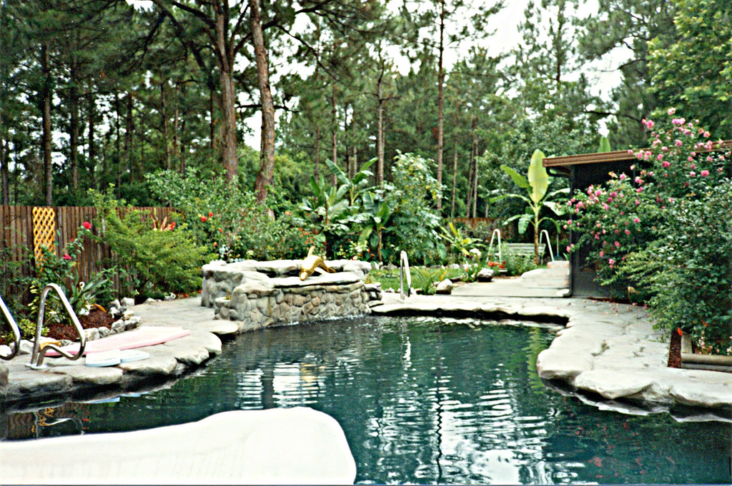 Gulf breeze florida heated pool with hot tub slide and for Florida hot tubs