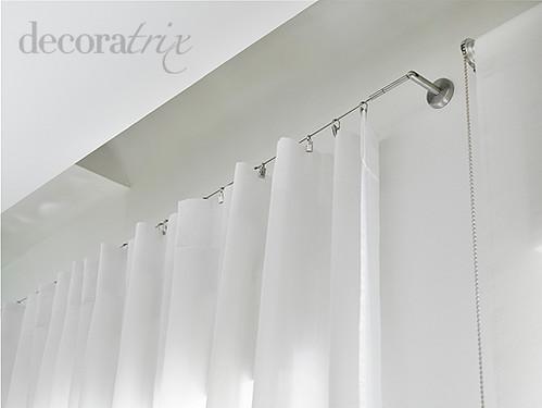 Un visillo colgado de un hilo tensor el cable de acero for Como poner ganchos de cortinas