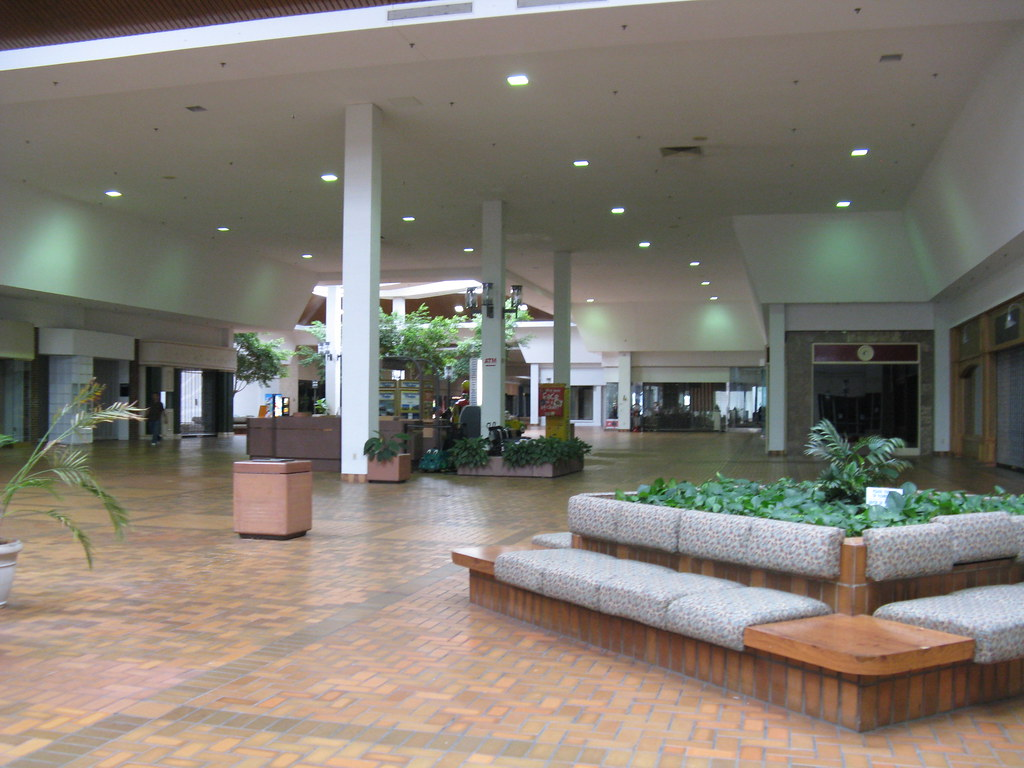 Columbus originally had four directionally-named malls - Northland, Westland, Eastland, and Southland (not to be confused with Southland Mall in Marion, OH - there is also a Southland in Columbus that is now a