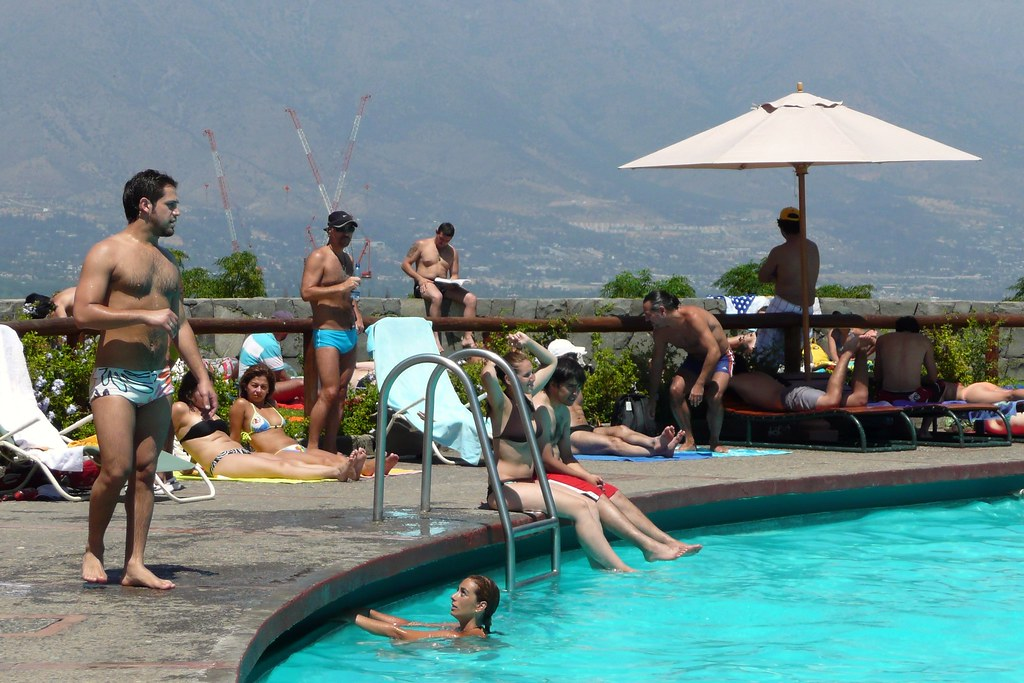 Enjoying piscina antilen 2009 santiago de chile summer for Piscina u de chile