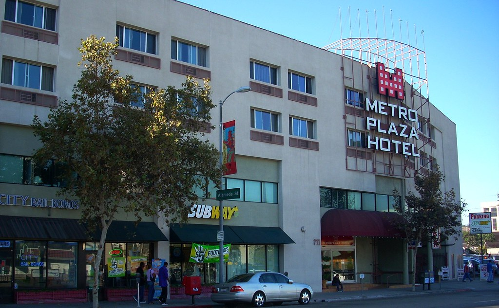 Metro plaza hotel los angeles ca metro plaza hotel is for Hotels 90028