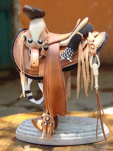 Montura cola de pato con estribos de tapadera escala 1 6 for Monturas para caballos