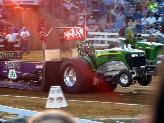 tractor pulling race