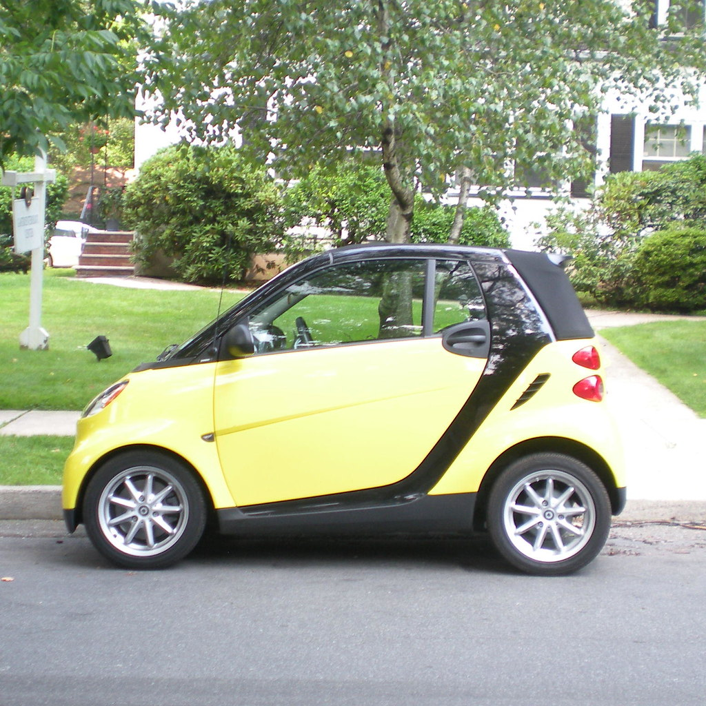 smart bumblebee car this smart car looked so much like a b flickr. Black Bedroom Furniture Sets. Home Design Ideas