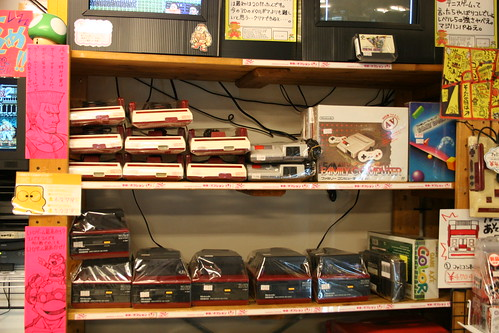 Akihabara, au Super Potato : pleins de consoles rétro | by Laurent LaSalle