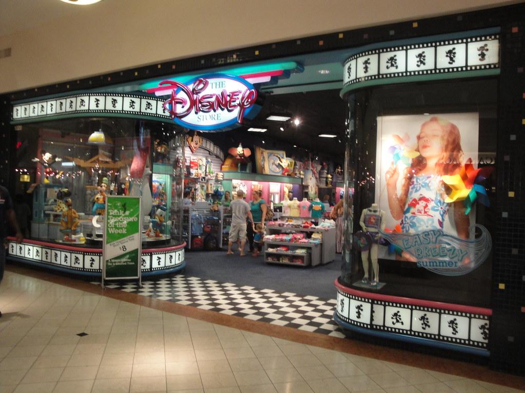 Fresno Fashion Fair Food Court