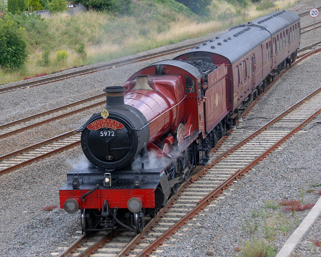 Paddington 2 >> 5972 Olton Hall with Hogwarts Express headboard arriving a ...