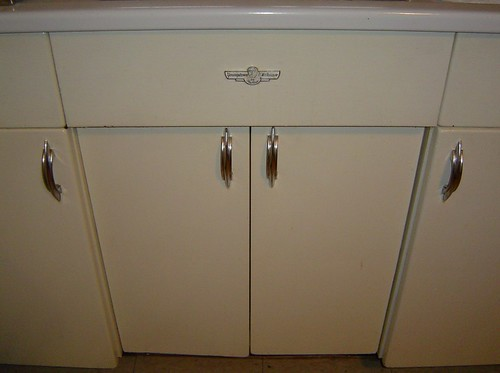 youngstown kitchen cabinets by mullins with 3351097215 on 5580867263 furthermore Inspiration From Mid Century Modern Kitchens further 72157622446771288 besides Youngstown Steel Kitchen Cabi s New also Cuisine Vintage Style 50 Americain.