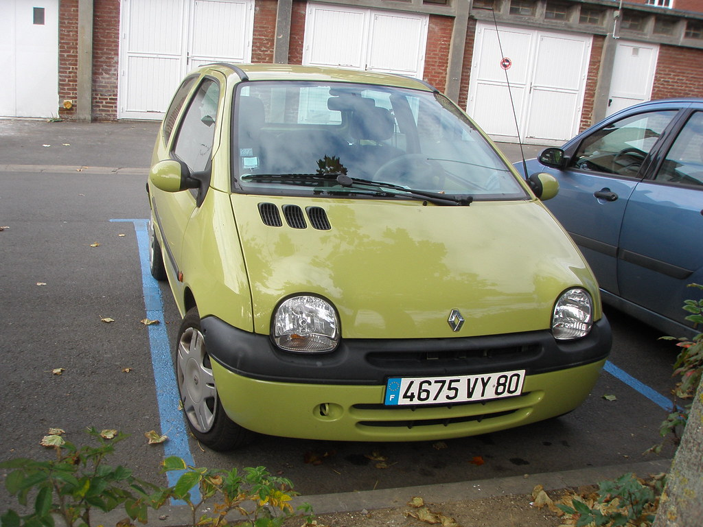renault twingo jaune vert jaune ou vert c 39 est l la qu flickr. Black Bedroom Furniture Sets. Home Design Ideas