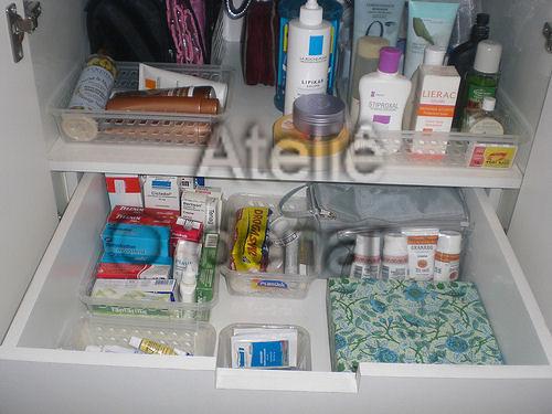 Adesivo De Espelho ~ Organizaç u00e3o de armário de banheiro Cestinhos fazem total d u2026 Flickr