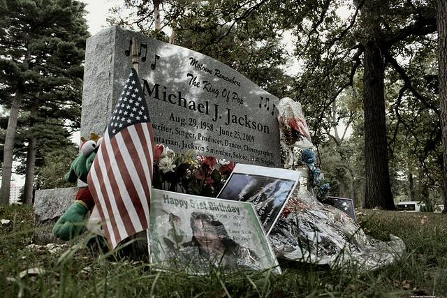 Michael Jackson Gravestone Thriller - Michael Jac...