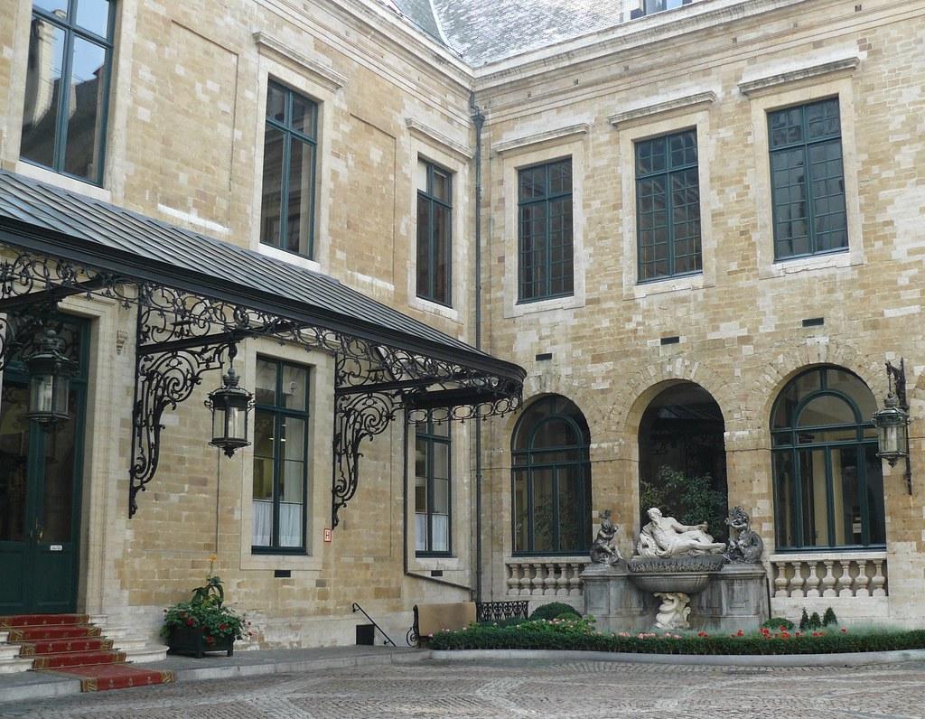 Bruxelles belgique l 39 h tel de ville cour int rieure for Architecte interieur bruxelles