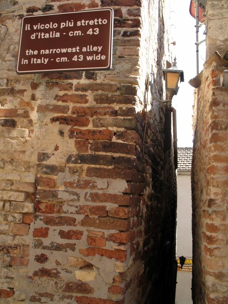 Ripatransone vicolo pi stretto d 39 italia nel dedalo di for Foto della piccola casa