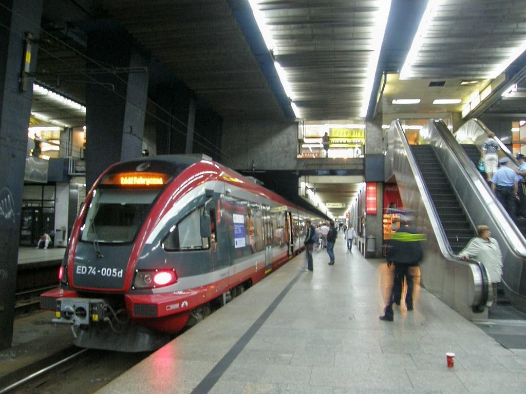 Теперь на центральном вокзале столицы польши стали доступны путешествия во времени - такое чудо стало доступным