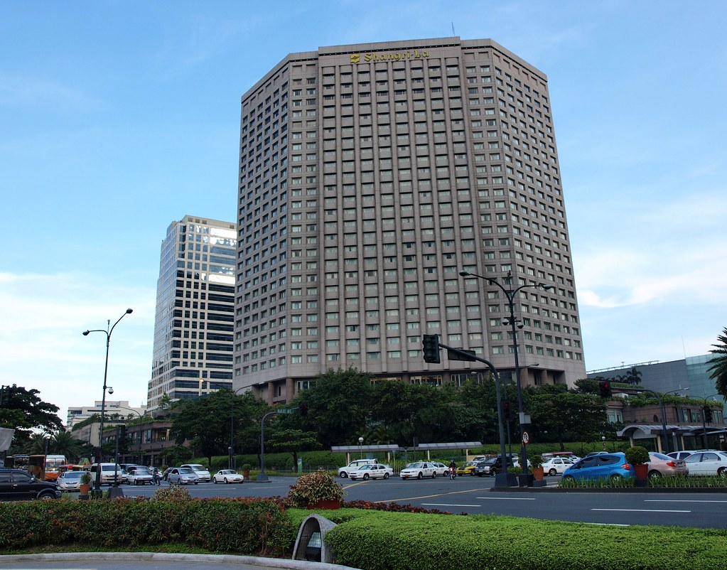 D Hotel And Suites Ma
