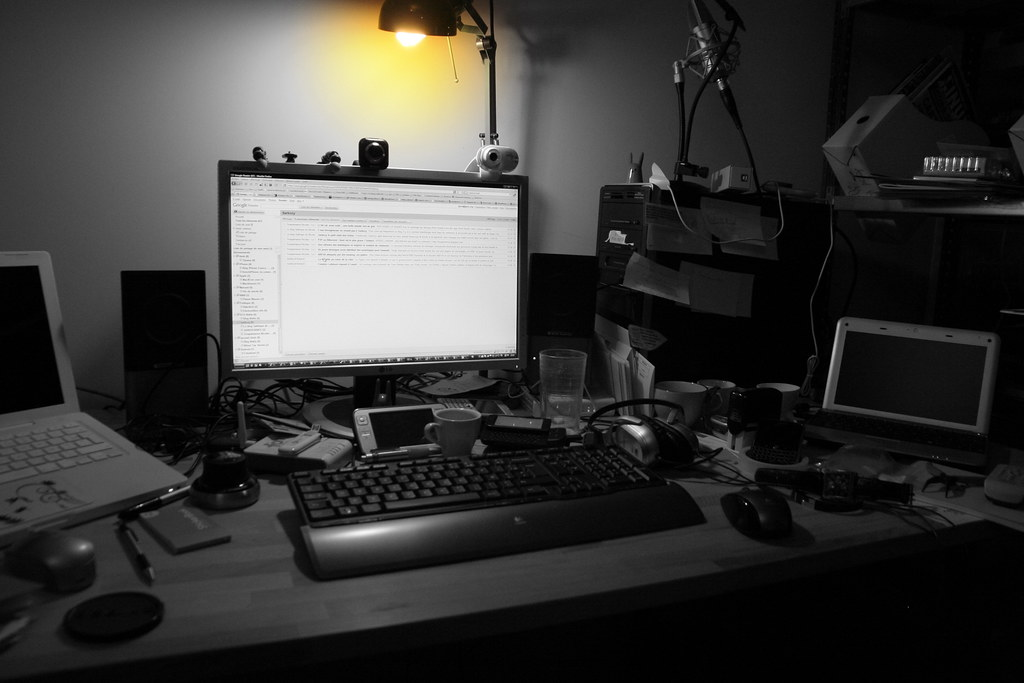 bureau de geek j 39 en ai du bordel hein je l 39 ai bien conc flickr. Black Bedroom Furniture Sets. Home Design Ideas