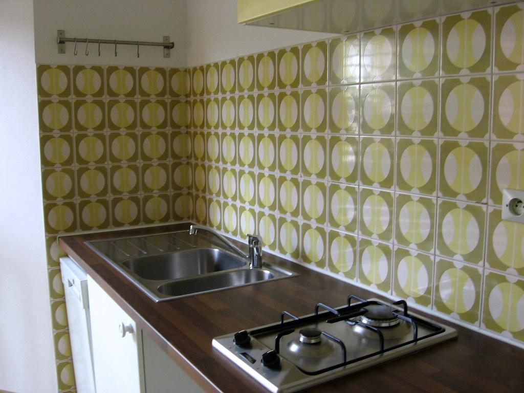 cuisine quip e cuisine quip e neuve avec vier inox ga flickr. Black Bedroom Furniture Sets. Home Design Ideas