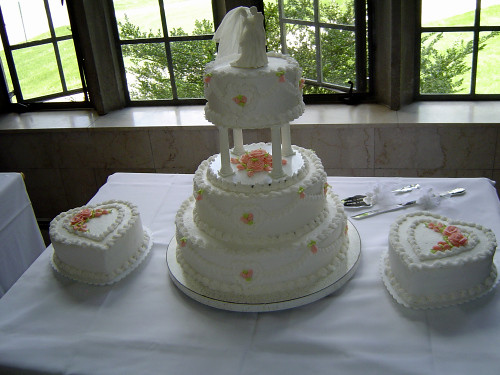 Three Tier Wedding Cake With Heart Shaped Side Cakes Flickr