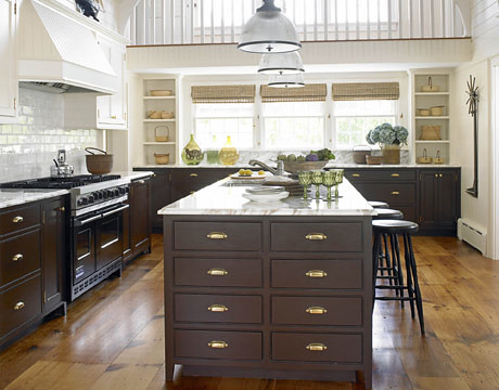 Gorgeous brown white kitchen benjamin moore 39 tudor brow for Kitchen chocolate brown cabinets